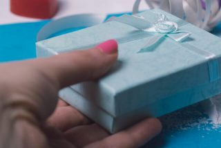 女性へのプレゼントのイメージ